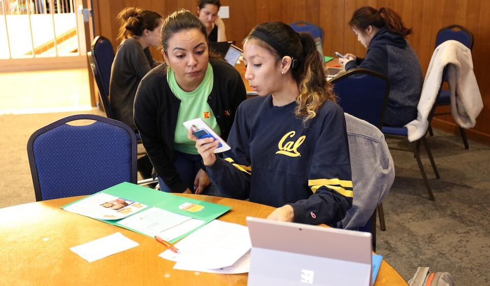 social worker helping student with calfresh paperwork